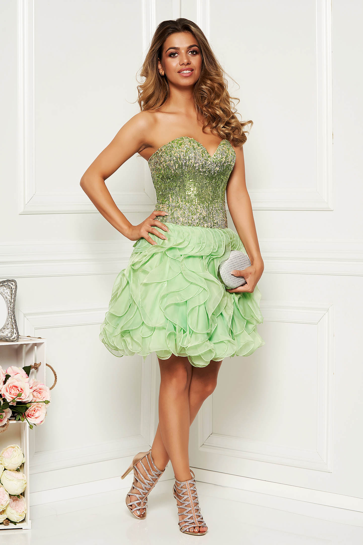 Sherri Hill green dress luxurious with a cleavage with sequin embellished details with push-up cups occasional
