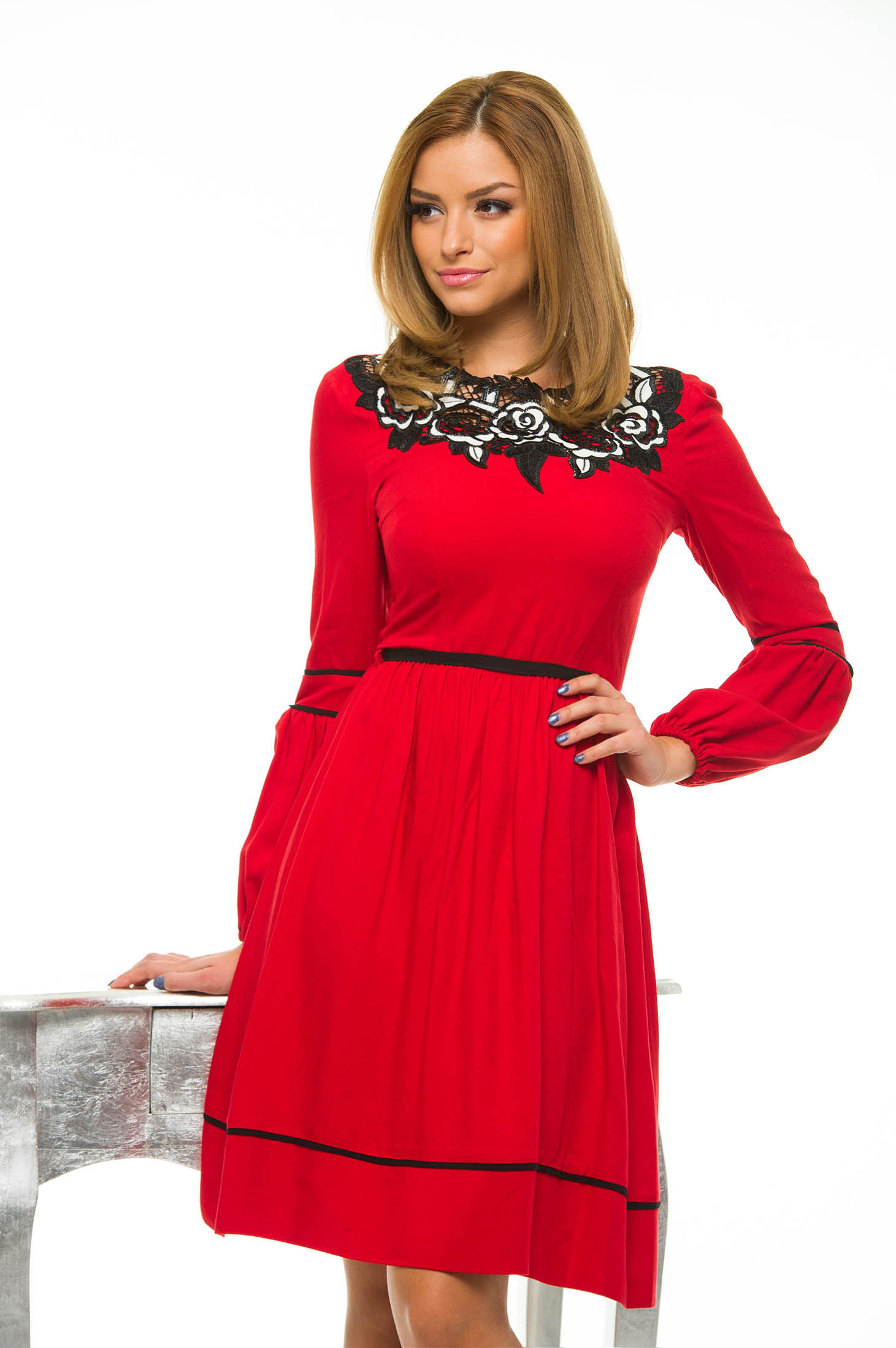 LaDonna Cleavage Roses Red Dress