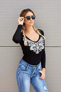 MissQ black casual knitted sweater with a cleavage