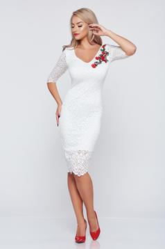 Occasional embroidered StarShinerS white laced dress with a cleavage