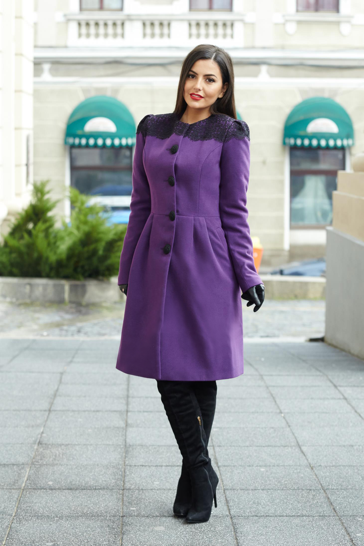 Purple elegant wool coat with embroidery details