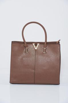 Brown office bag with metalic accessory