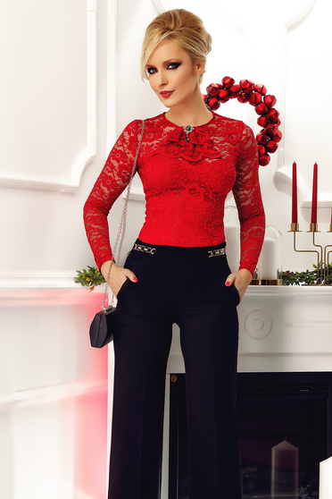 Fofy red body laced accessorized with breastpin elegant