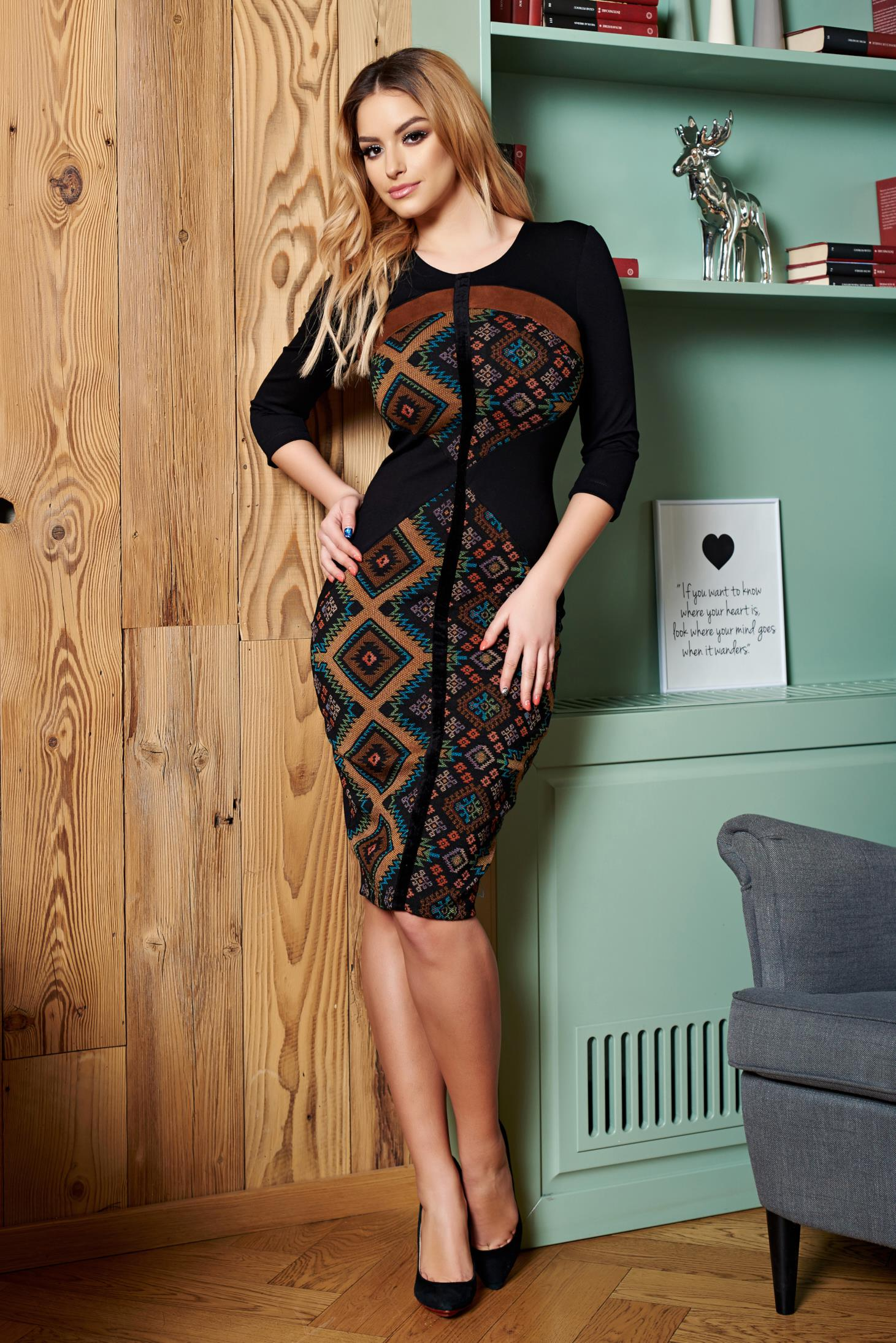 StarShinerS black pencil dress with graphic details