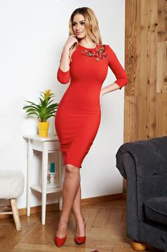 StarShinerS red pencil dress with embroidery details