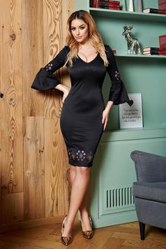 StarShinerS black embroidered dress with ruffled sleeves and v cleavage