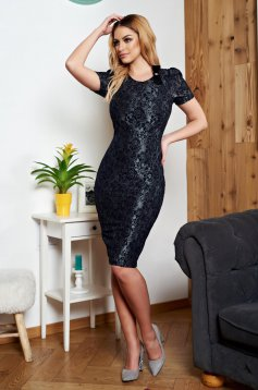 StarShinerS black dress accessorized with breastpin elegant