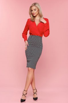 StarShinerS red dress with a cleavage and graphic details