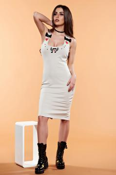 StarShinerS embroidered cream dress with a cleavage