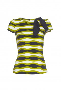 Fofy green women`s blouse with graphic details
