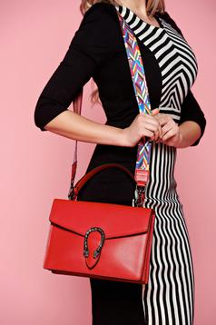 Red bag metallic buckle natural leather