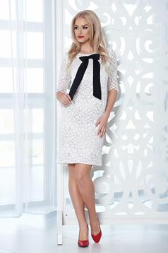 StarShinerS white laced dress with bow shaped accessory