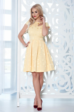 StarShinerS elegant yellow dress with cut out material