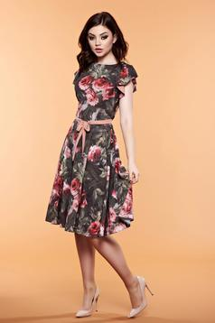LaDonna darkgreen dress with floral prints accessorized with tied waistband