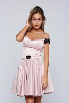 Artista short rosa occasional dress with satin fabric texture