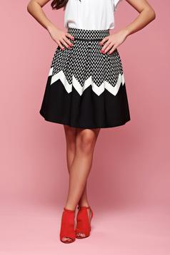 Casual Fofy cloche black skirt with graphic details