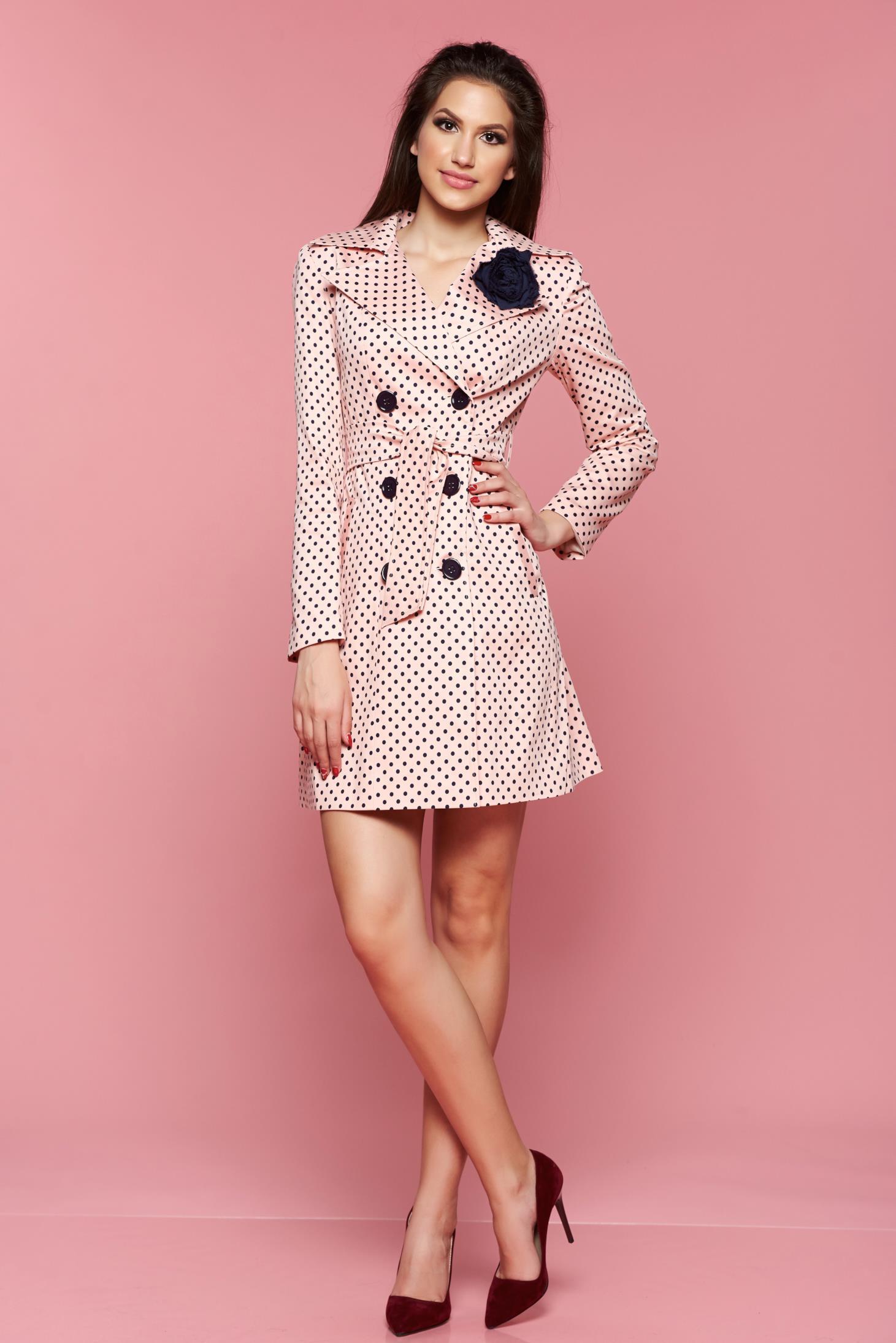 Trench LaDonna rosa cu buline cu brosa in forma de floare