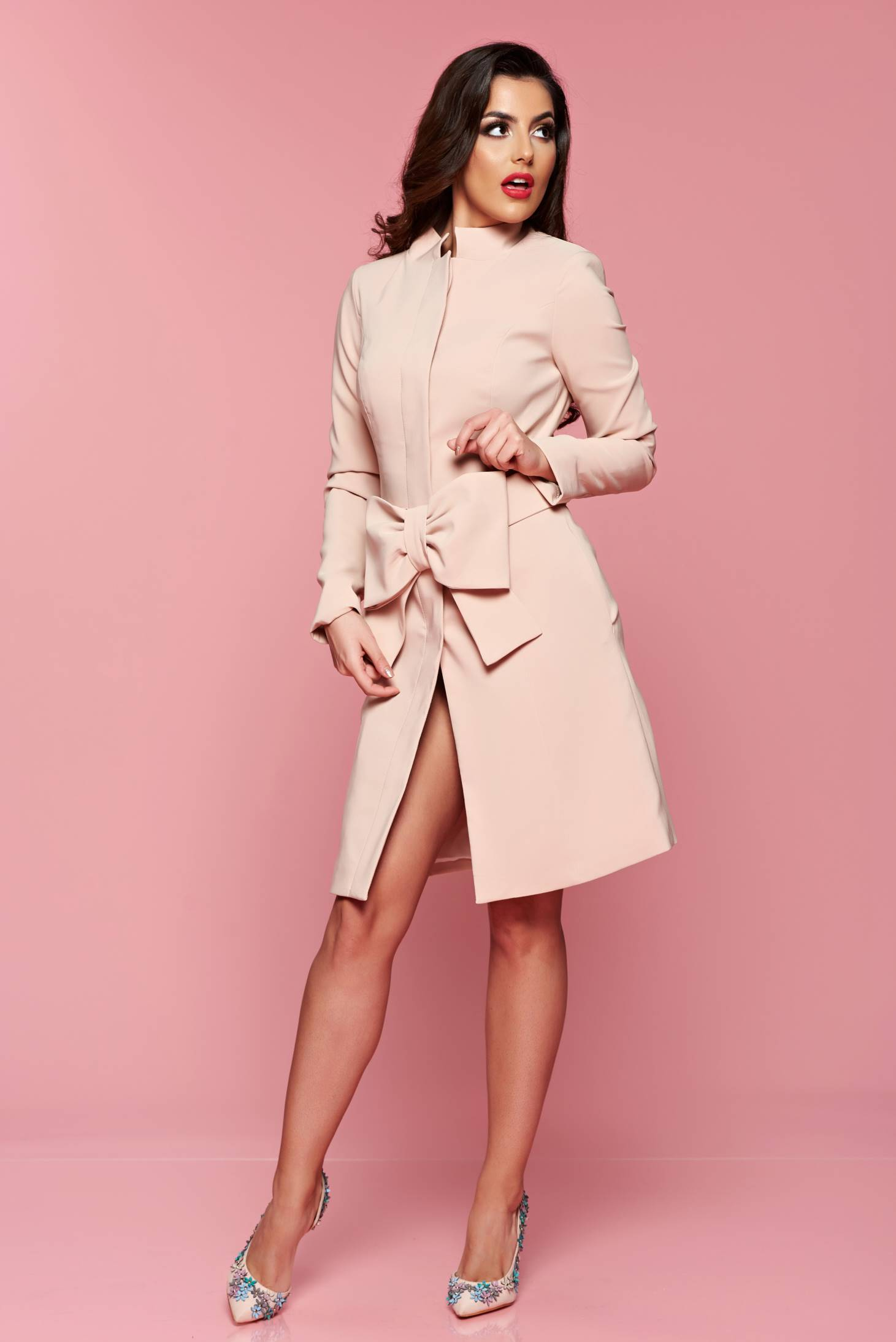 Artista cream elegant cloche coat with inside lining accessorized with tied waistband with bow