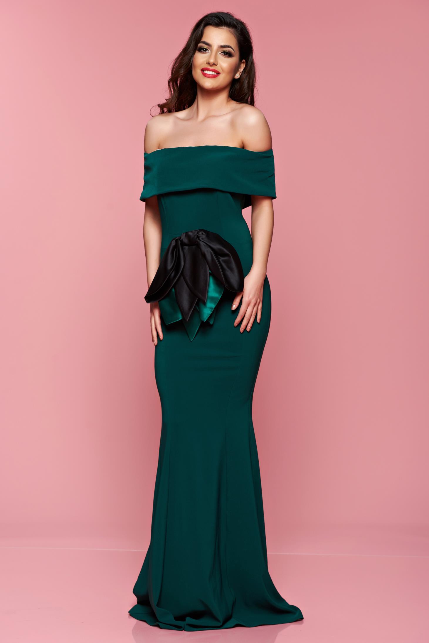 Rochie de seara Artista verde cu accesoriu in forma de fundita