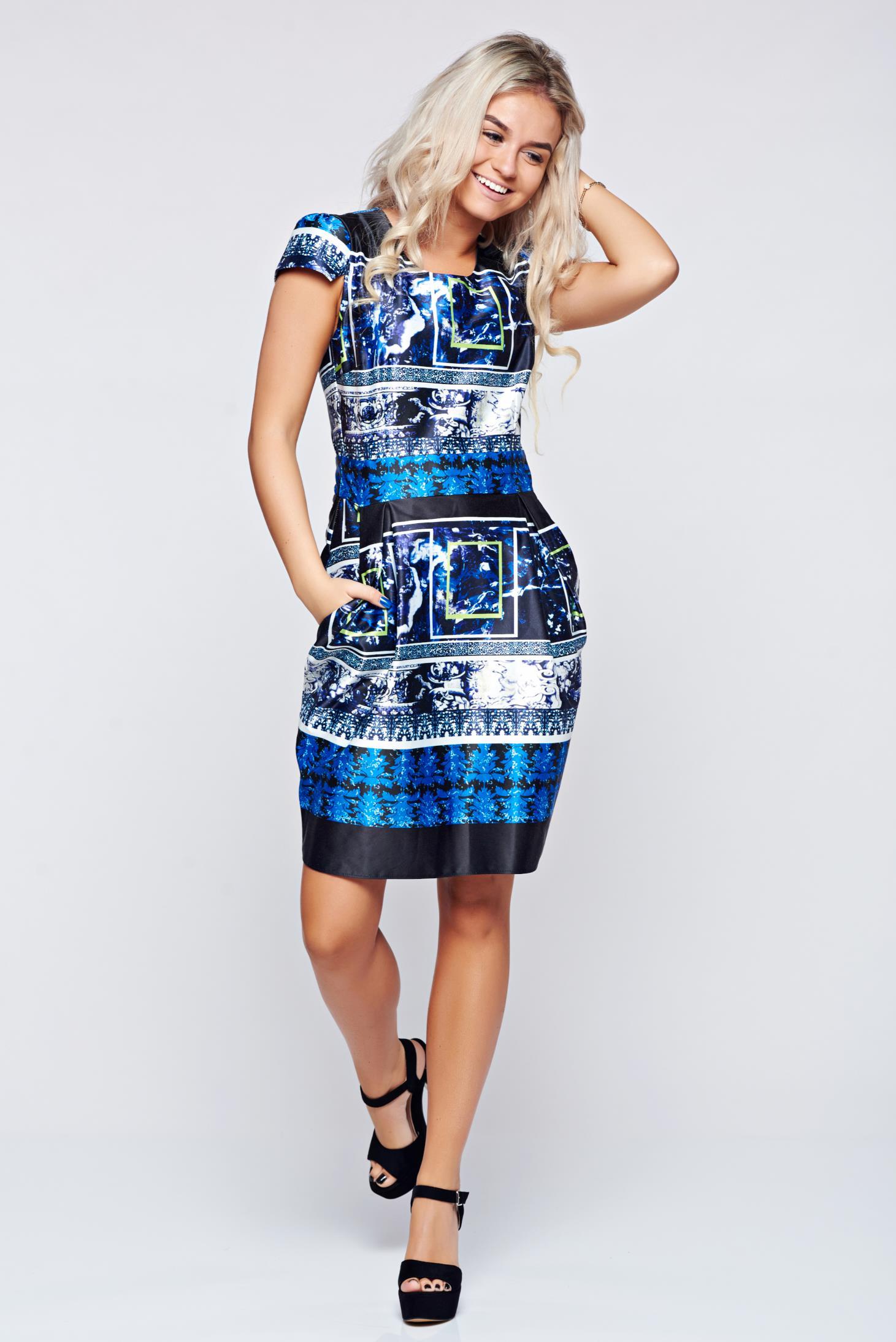 Rochie PrettyGirl albastru-inchis din material satinat cu imprimeuri grafice