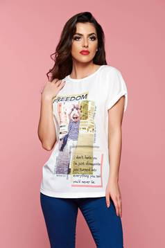 White texted casual t-shirt with short sleeve