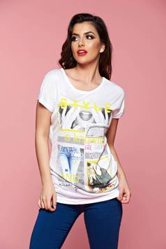 White t-shirt print details casual