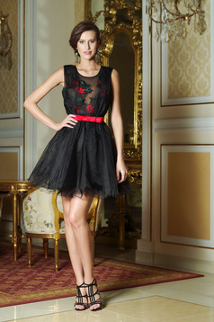 Artista black elegant cloche dress accessorized with tied waistband