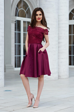 StarShinerS burgundy evening cloche dress on the shoulders