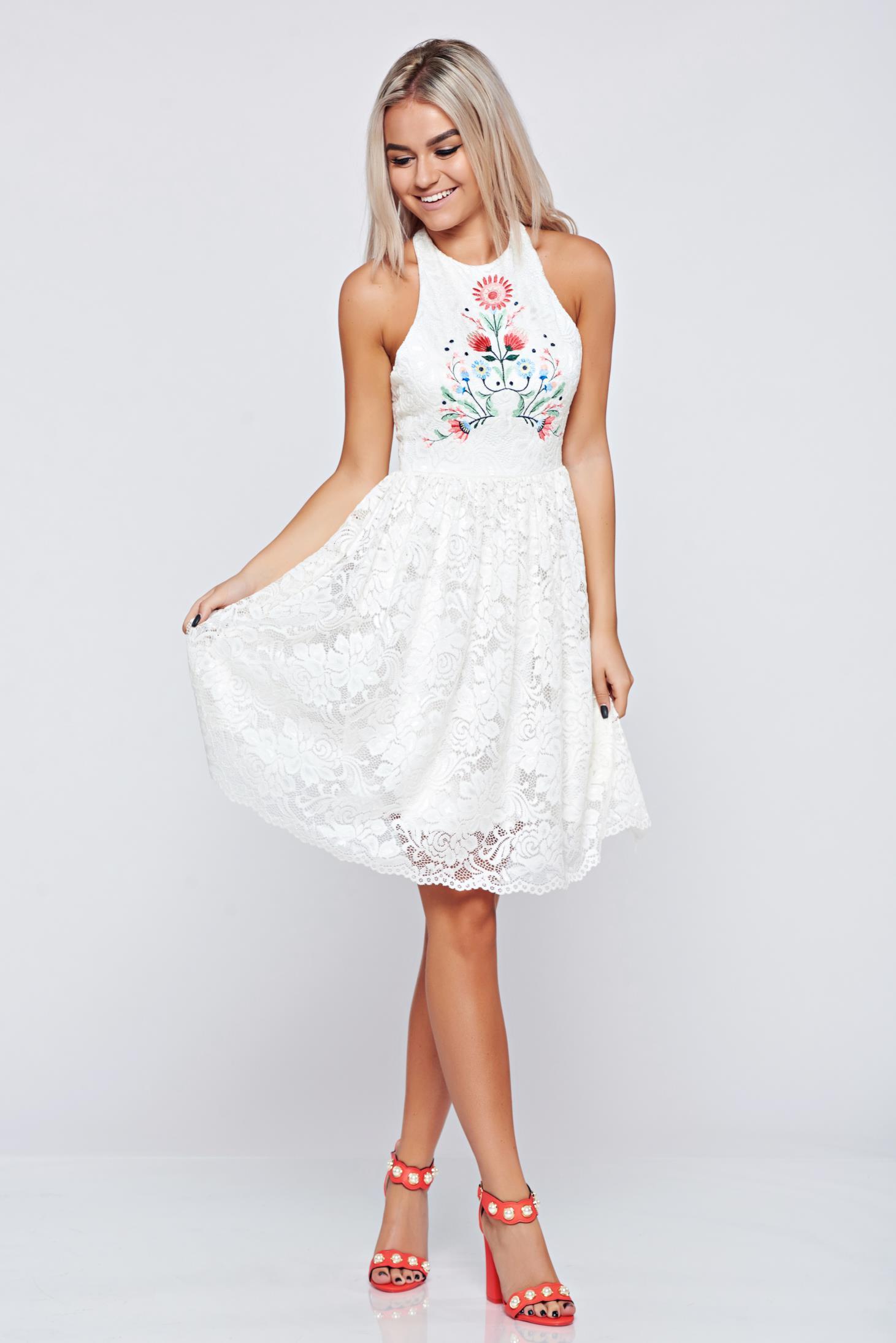 e7fc3d98a2 Fehér StarShinerS a-vonalú hímzett ruha csipkés anyagból