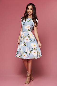 LaDonna lightblue dress with floral prints accessorized with tied waistband