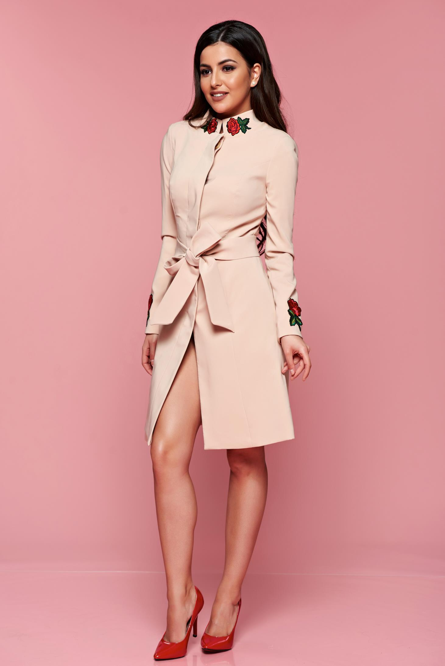 new product ac84a 33e50 Artista elegant cream cloche trenchcoat embroidery details