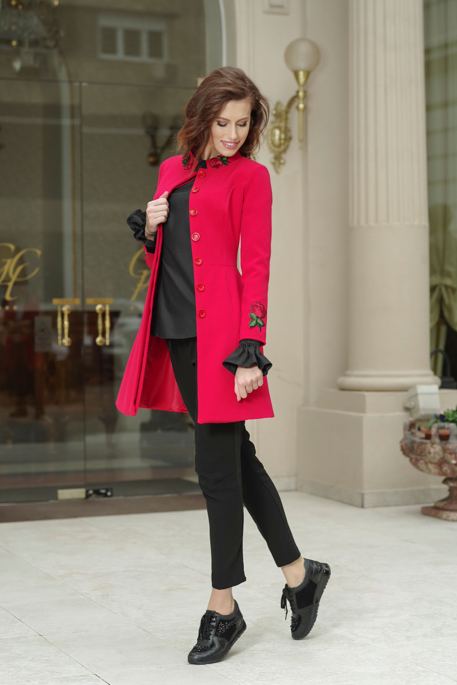 newest a7b2b 9d375 Artista elegant red cloche trenchcoat embroidery details