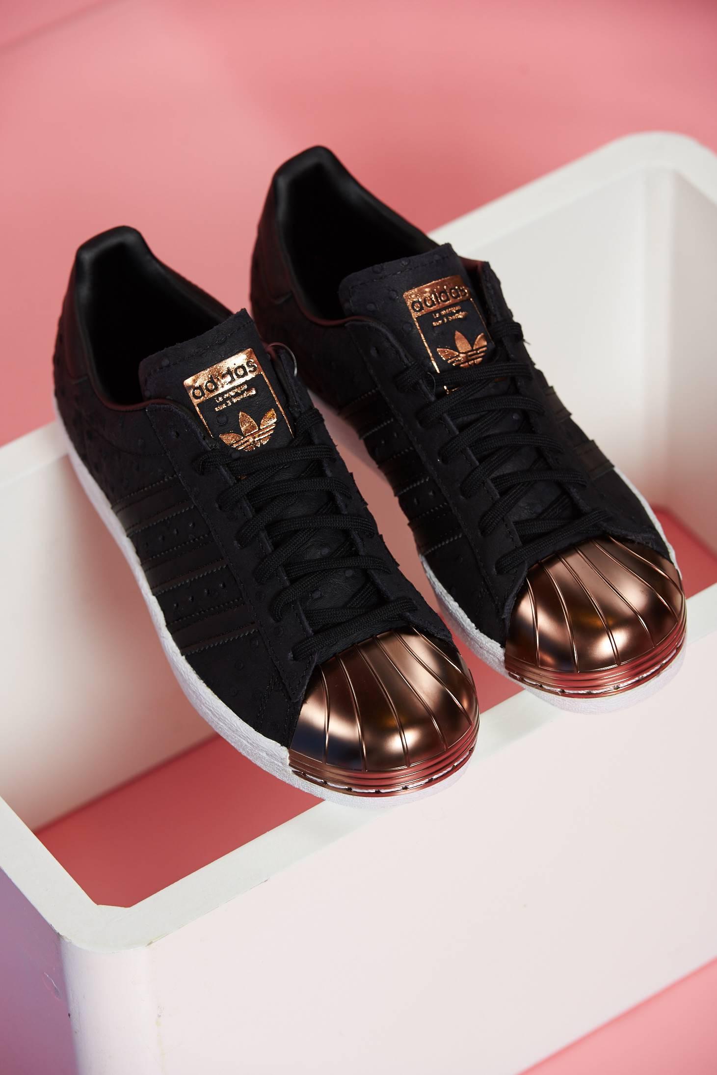 Fekete Adidas sport cipő fűzővel köthető meg originals superstar 80s 0bd361f115