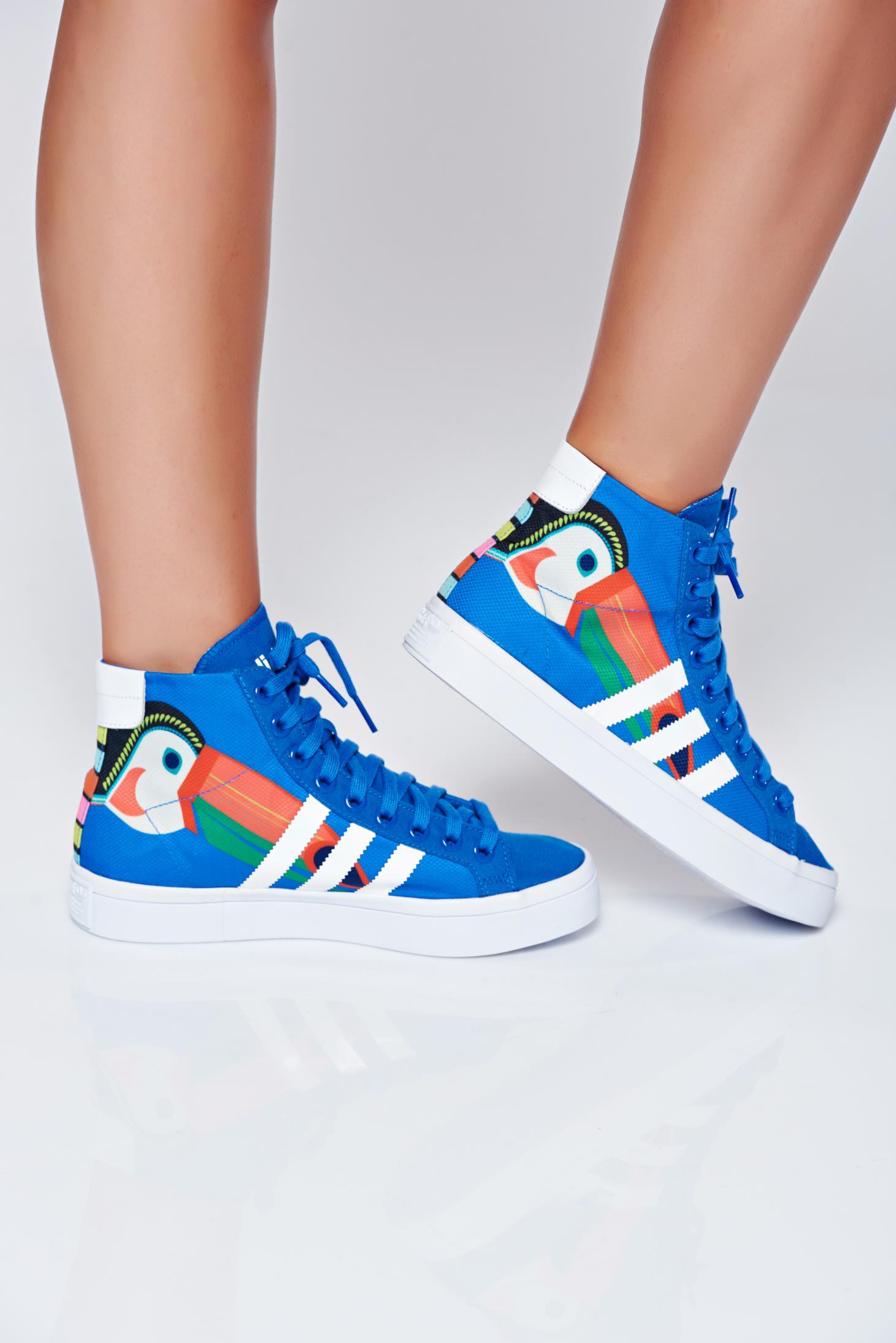 Adidas blue courtvantage originals sneakers with lace print details