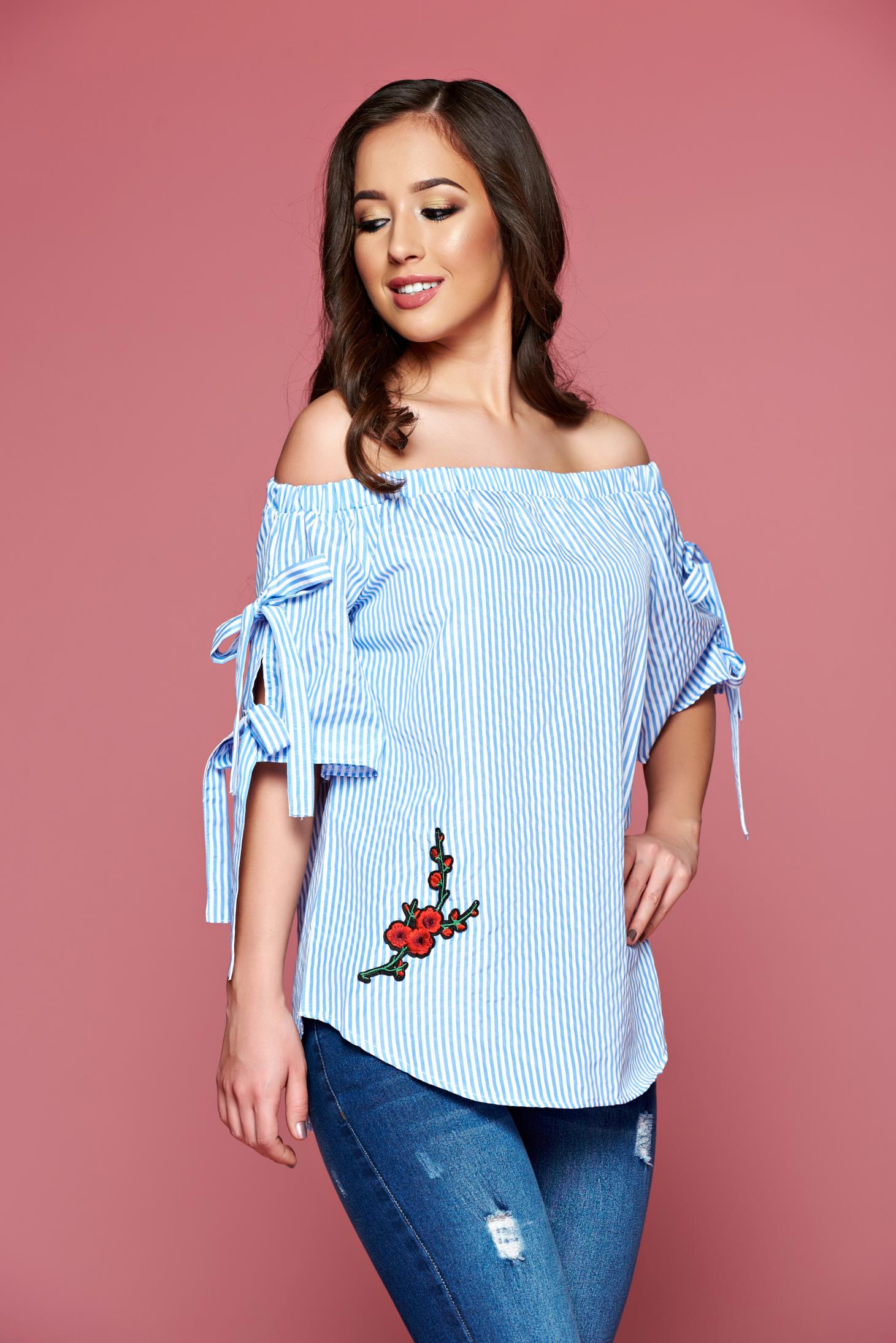 Bluza dama casual cu dungi verticale albastra cu insertii de broderie