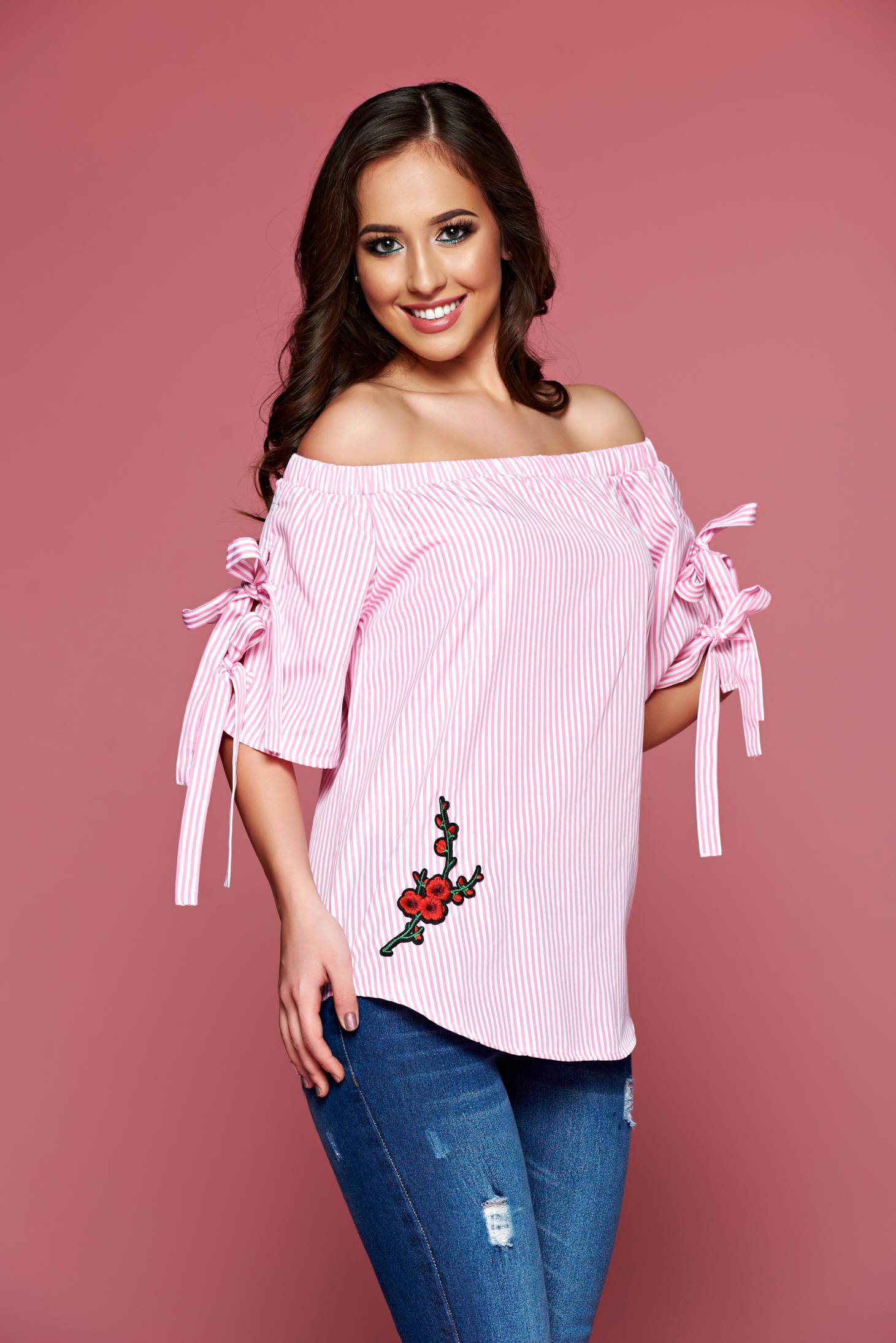 Bluza dama casual cu dungi verticale roz cu insertii de broderie