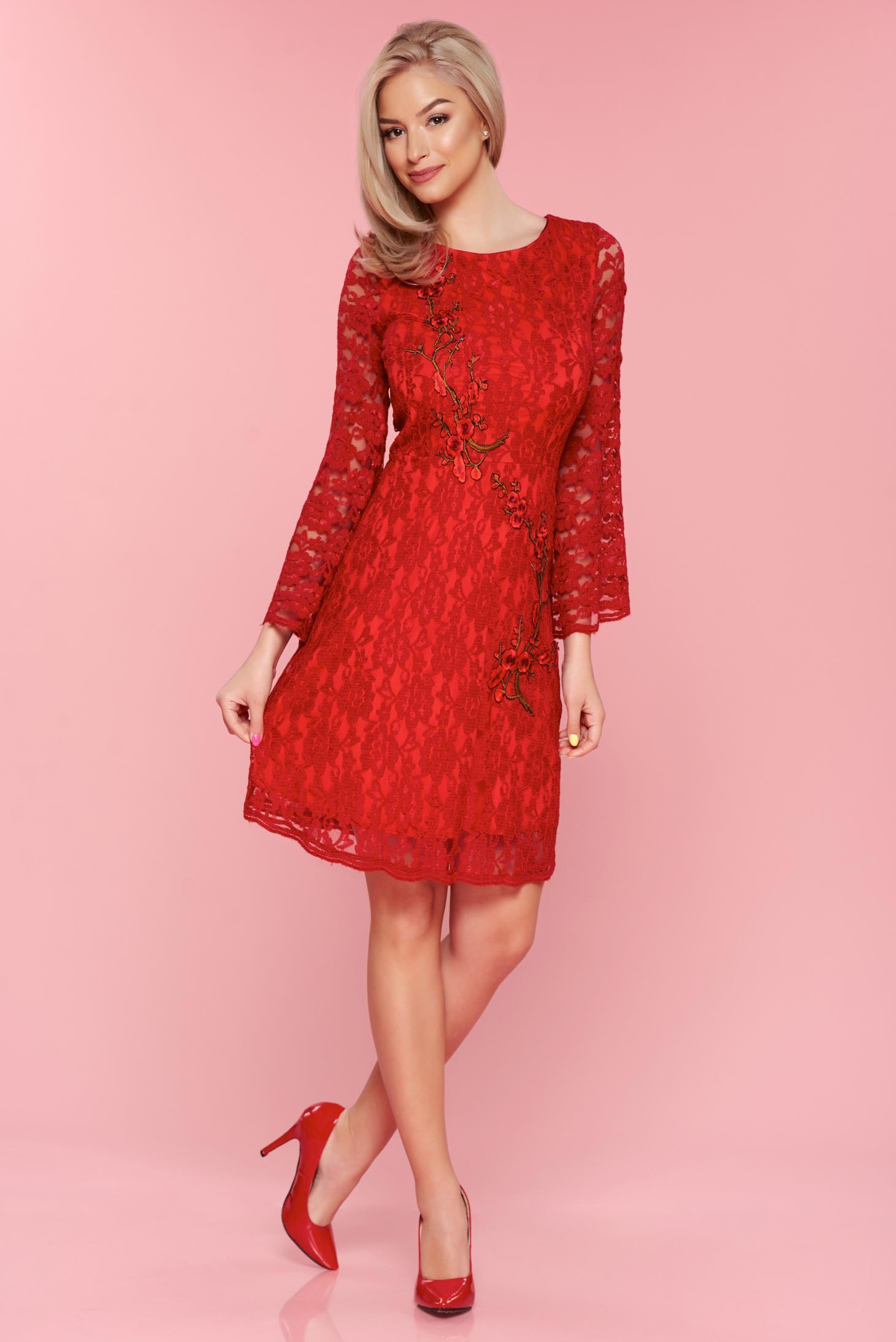 27fafaa25f Piros PrettyGirl ruha harang ujjakkal hímzett csipkés anyagból