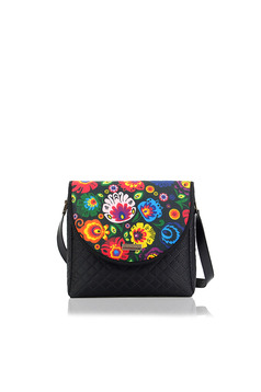 Black bag with a compartment with internal pockets