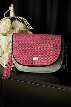 Fuchsia natural leather bag with metalic accessory and fringes