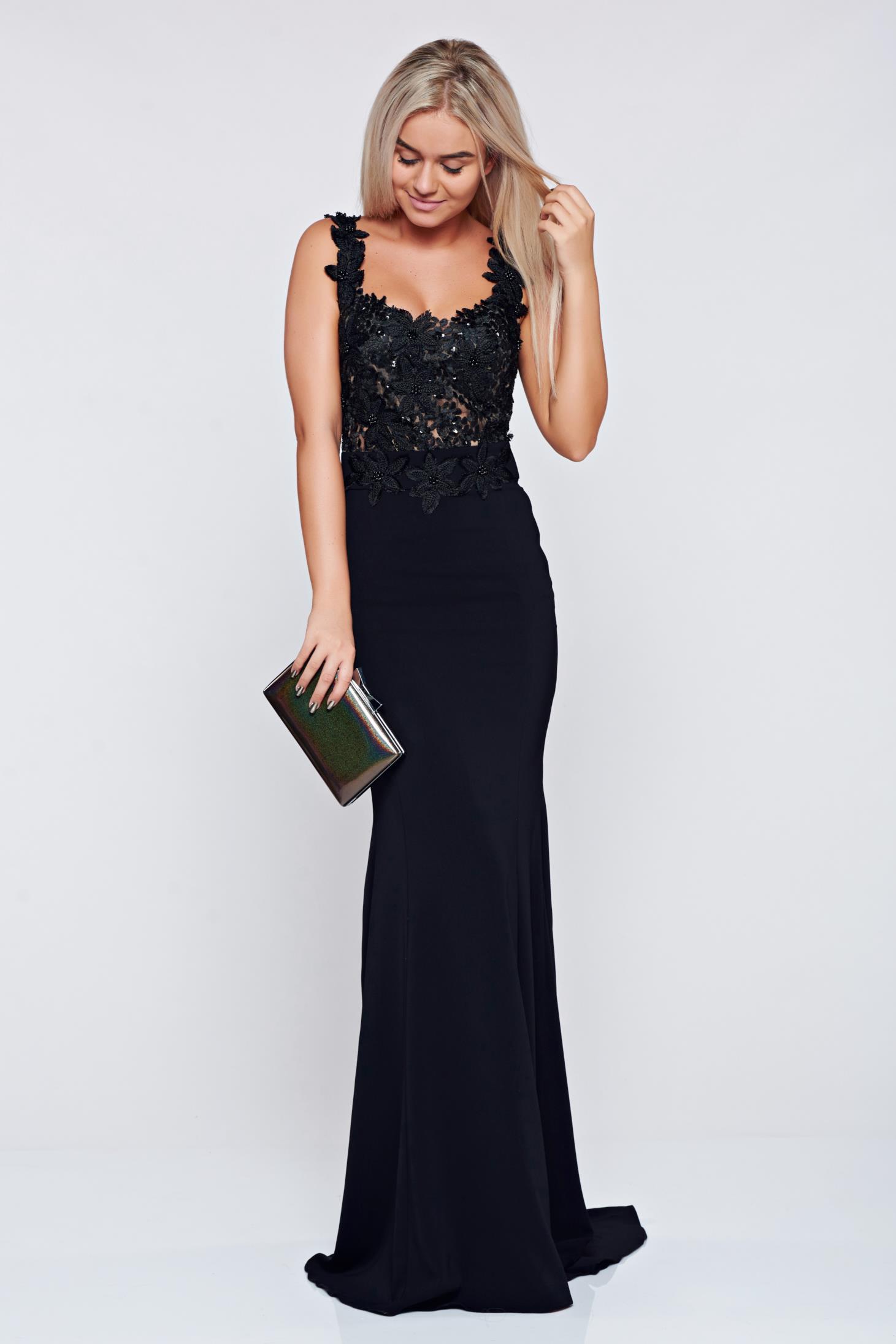 Fekete LaDonna hosszú hímzett alkalmi ruha dekoltázzsal 6b6266596a