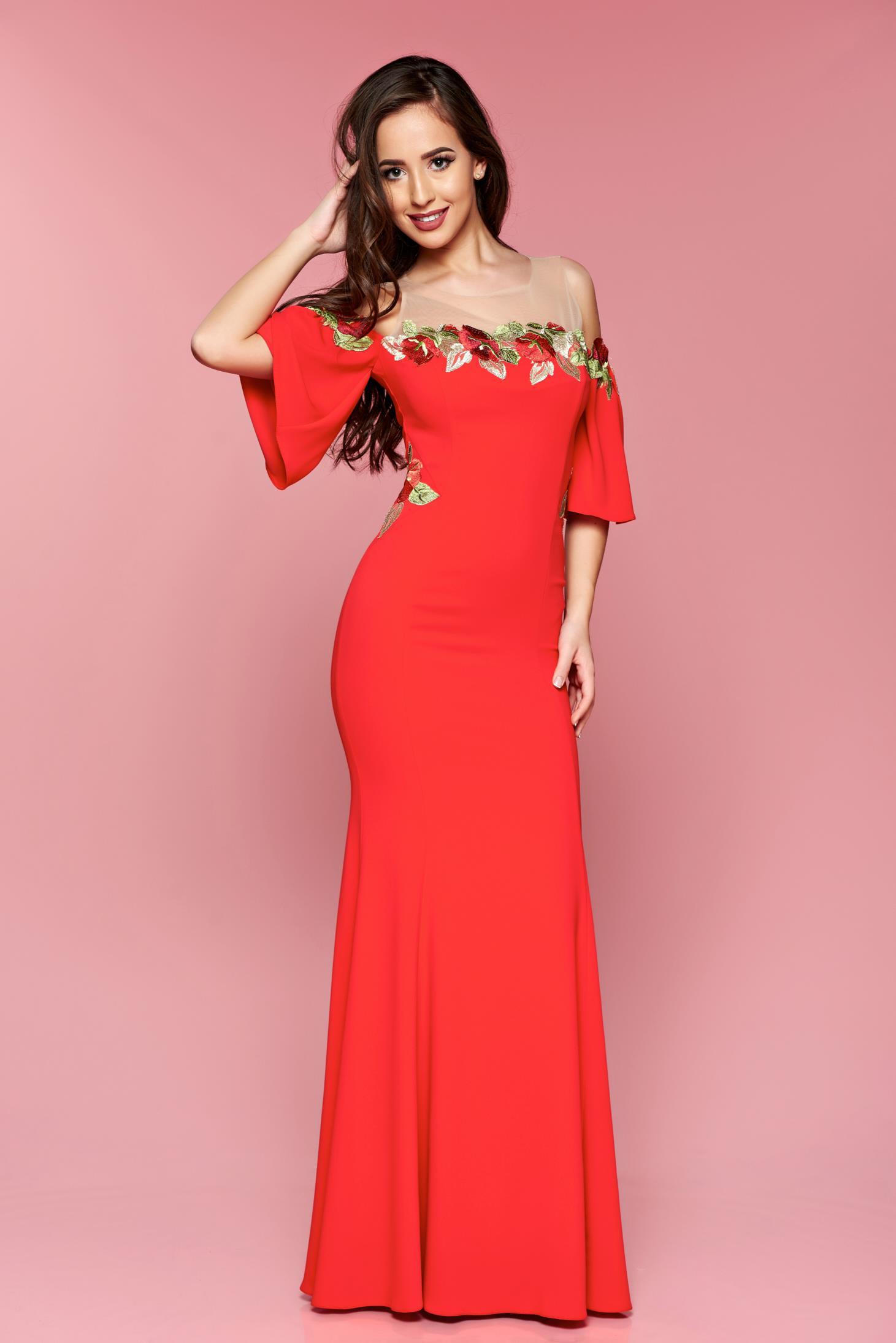 f0ed922ada Piros LaDonna hosszú hímzett alkalmi ruha harang ujjakkal