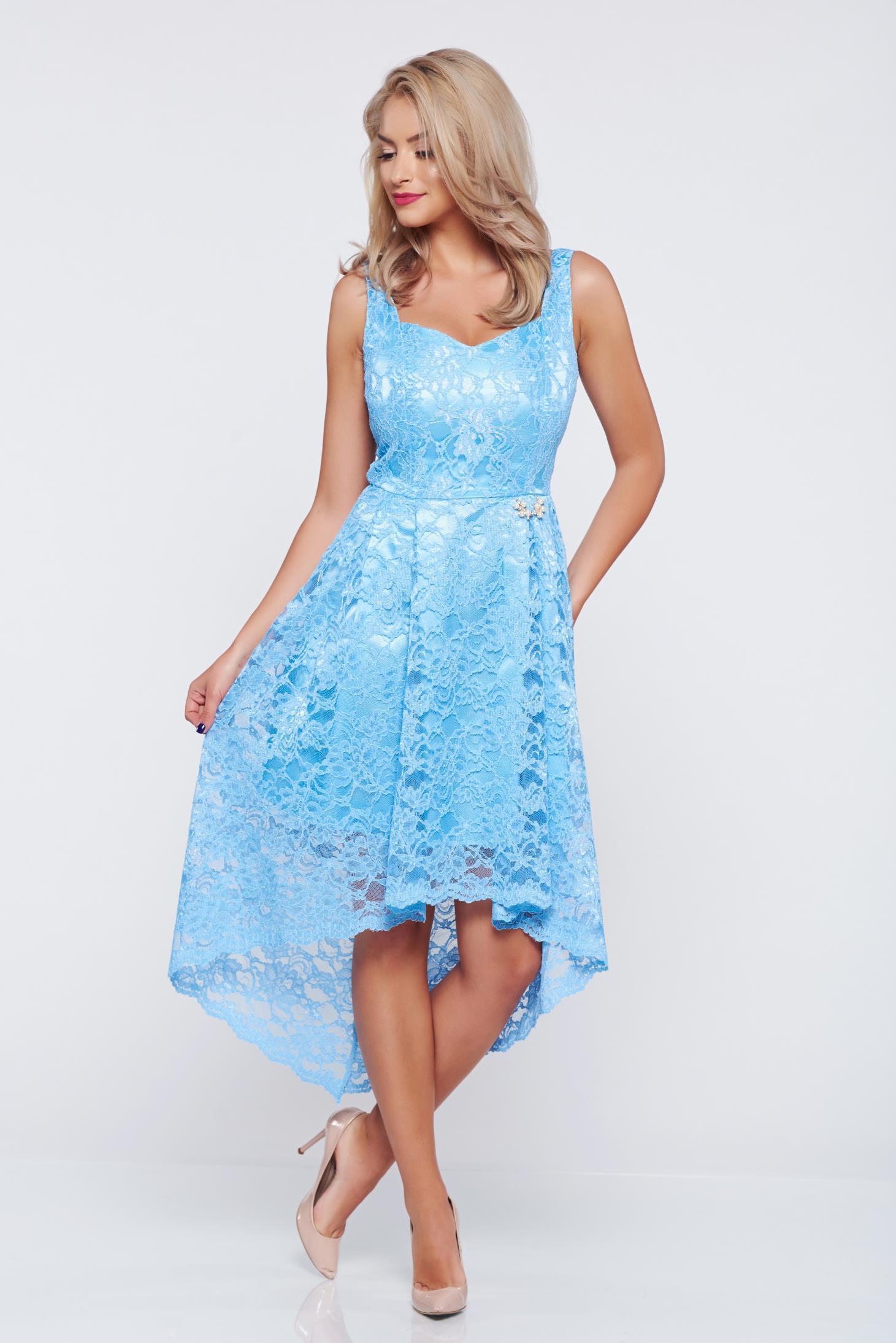 Rochie de ocazie asimetrica PrettyGirl albastra-deschis din material dantelat