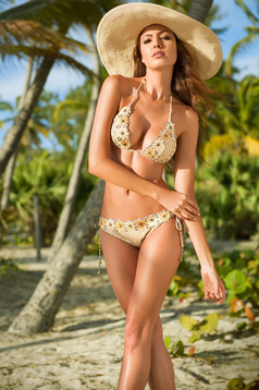 Cosita Linda cream triangle bra swimsuit with normal bikinis
