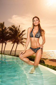 Cosita Linda black swimsuit with adjustable bikinis