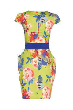 Fofy blue midi dress accessorized with tied waistband and floral print