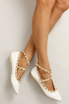 White slightly pointed toe tip shoes metallic spikes