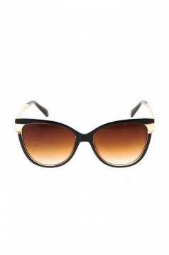 Black cat-eye lens sunglass with plastic frame