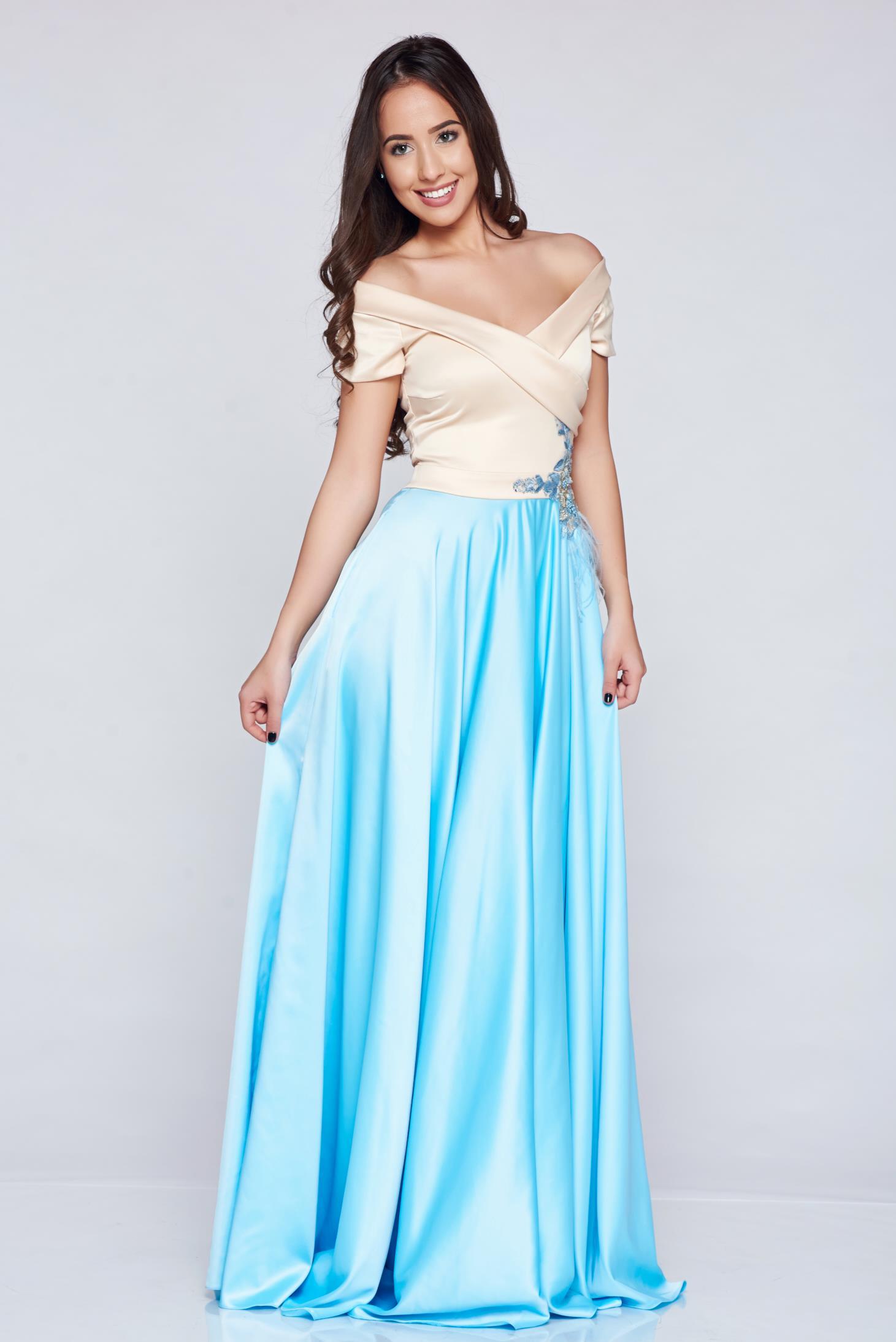 Rochie de ocazie brodata LaDonna albastra-deschis din material satinat