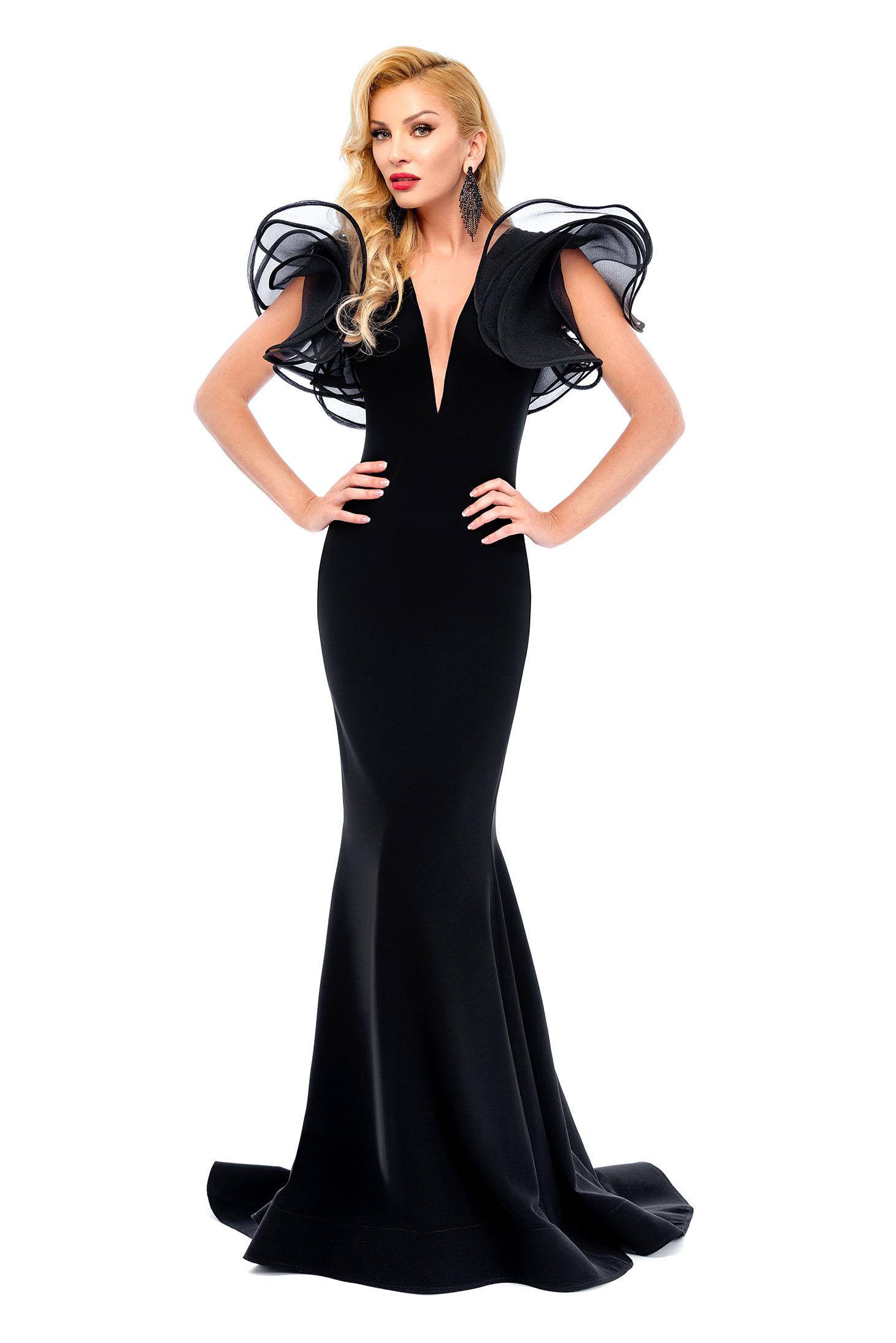 Rochie Ana Radu neagra de lux tip sirena cu decolteu adanc din material usor elastic