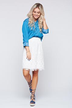 Short easy cut white laced skirt